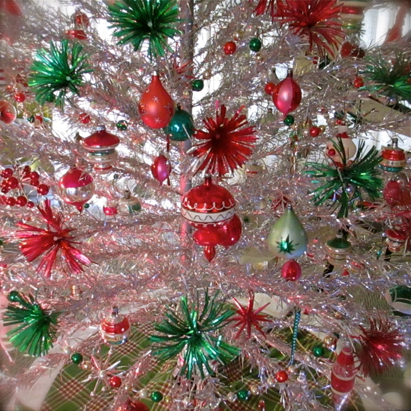 Red Green Aluminum Tree