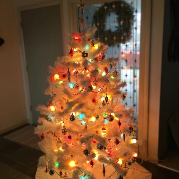 vintage-fiberglass-christmas-tree