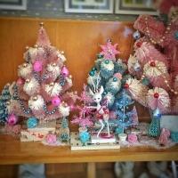 pink and aqua vintage Christmas display bottlebrush