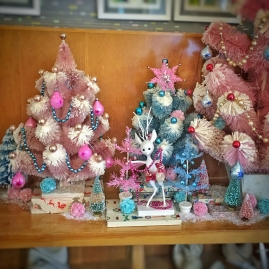 pink and aqua vintage Christmas display bottlebrush